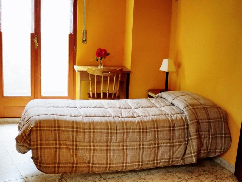 Camera dotata di matrimoniale e due letti aggiuntivi