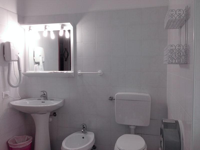 Bagno privato con phon e doccia